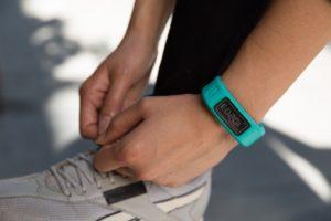 Как выбрать лучший фитнес браслет для активного образа жизни