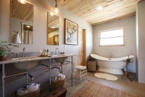 Экологичный деревянный потолок
